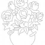 Yuvarlak vazoda çiçekler